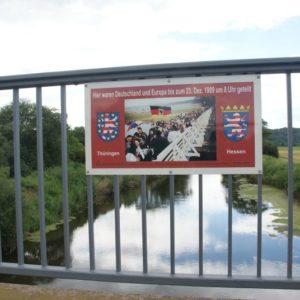 Infotafel zur Grenzöffnung auf der Werrabrücke Lauchröden