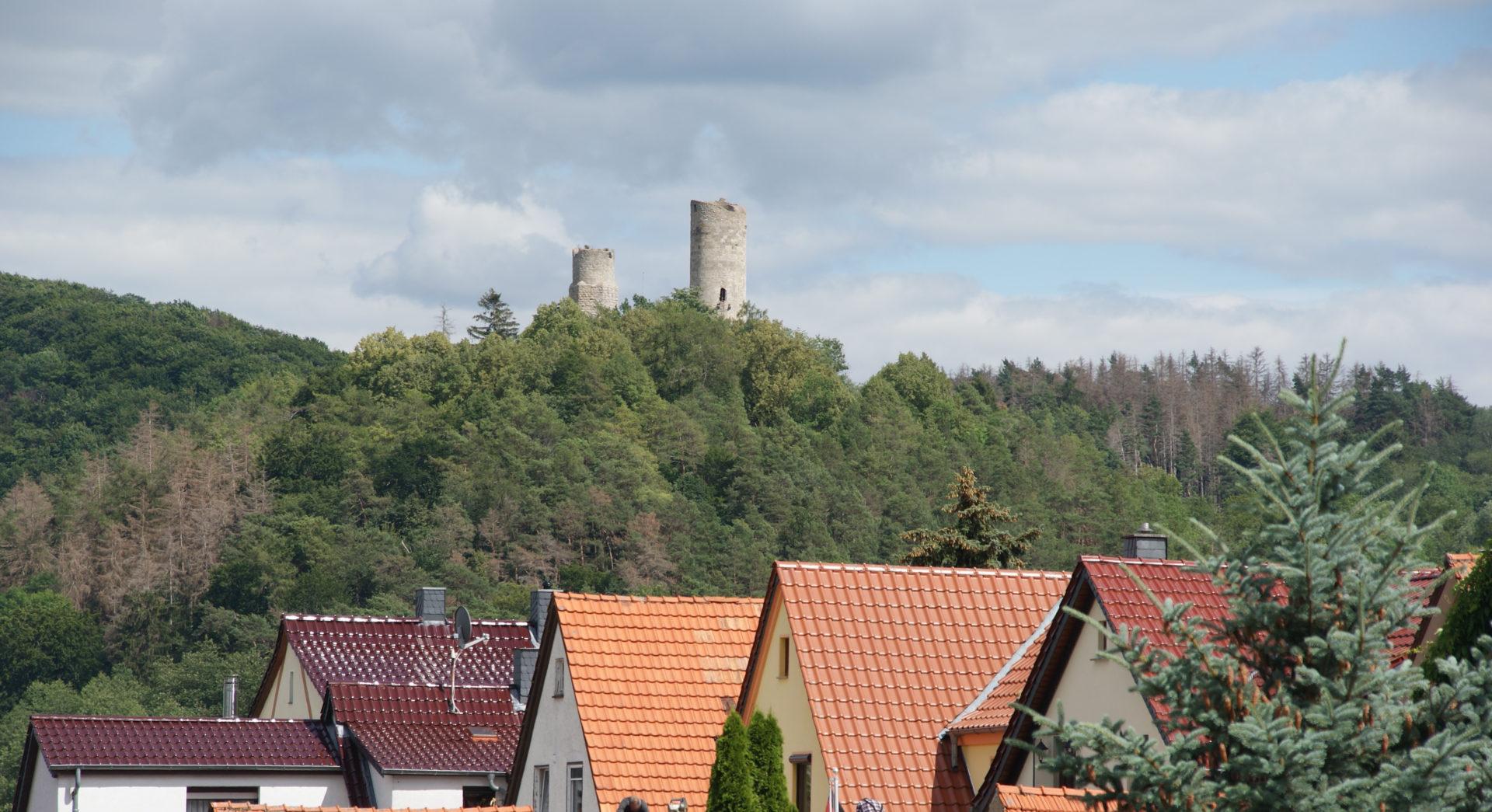 Lauchröden mit Brandenburg im Hintergrund