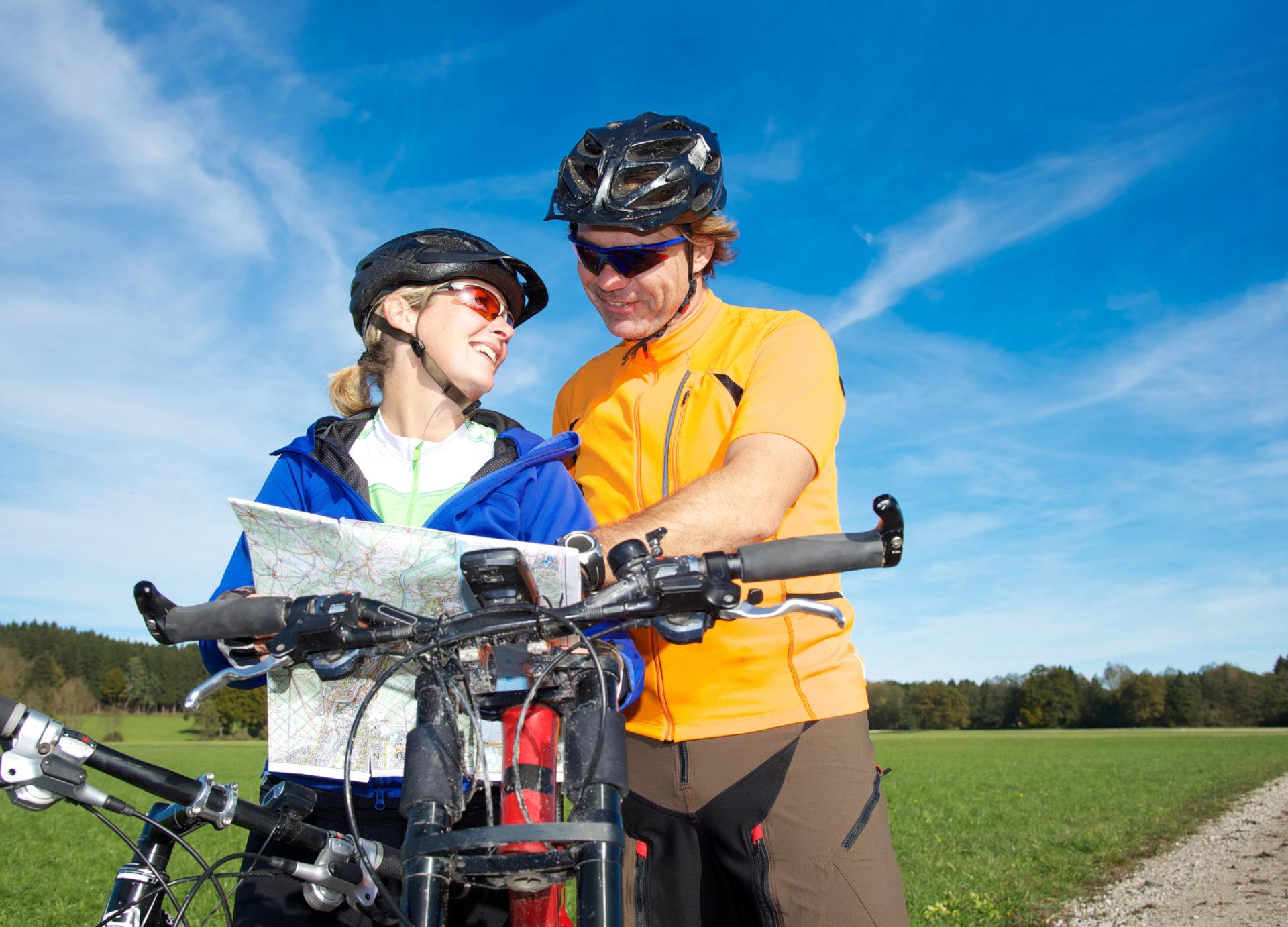 Paar auf Mountainbike Tour © grafikplusfoto/Fotolia