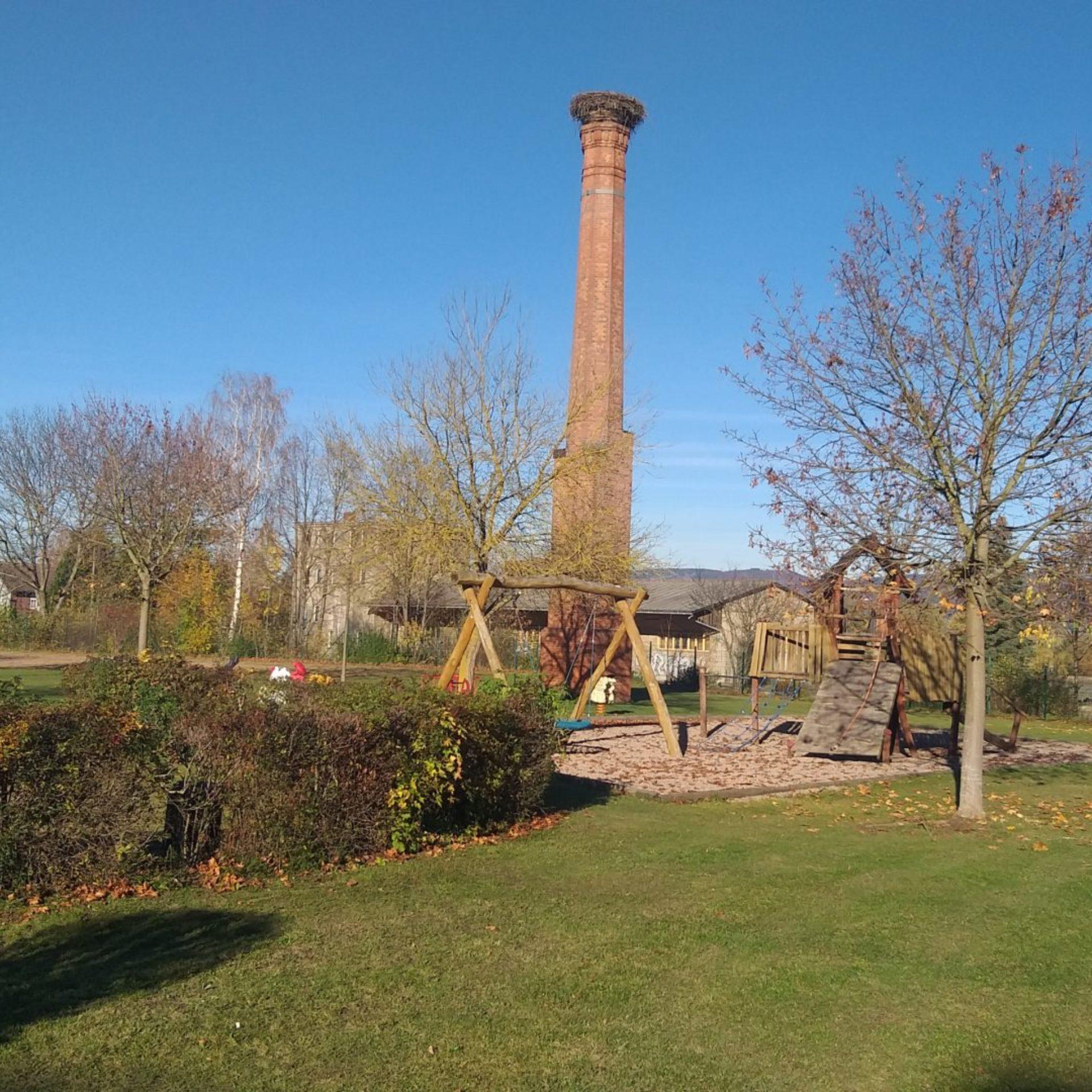 Storchenturm mit Spielplatz in Immelborn am Werratal-Radweg