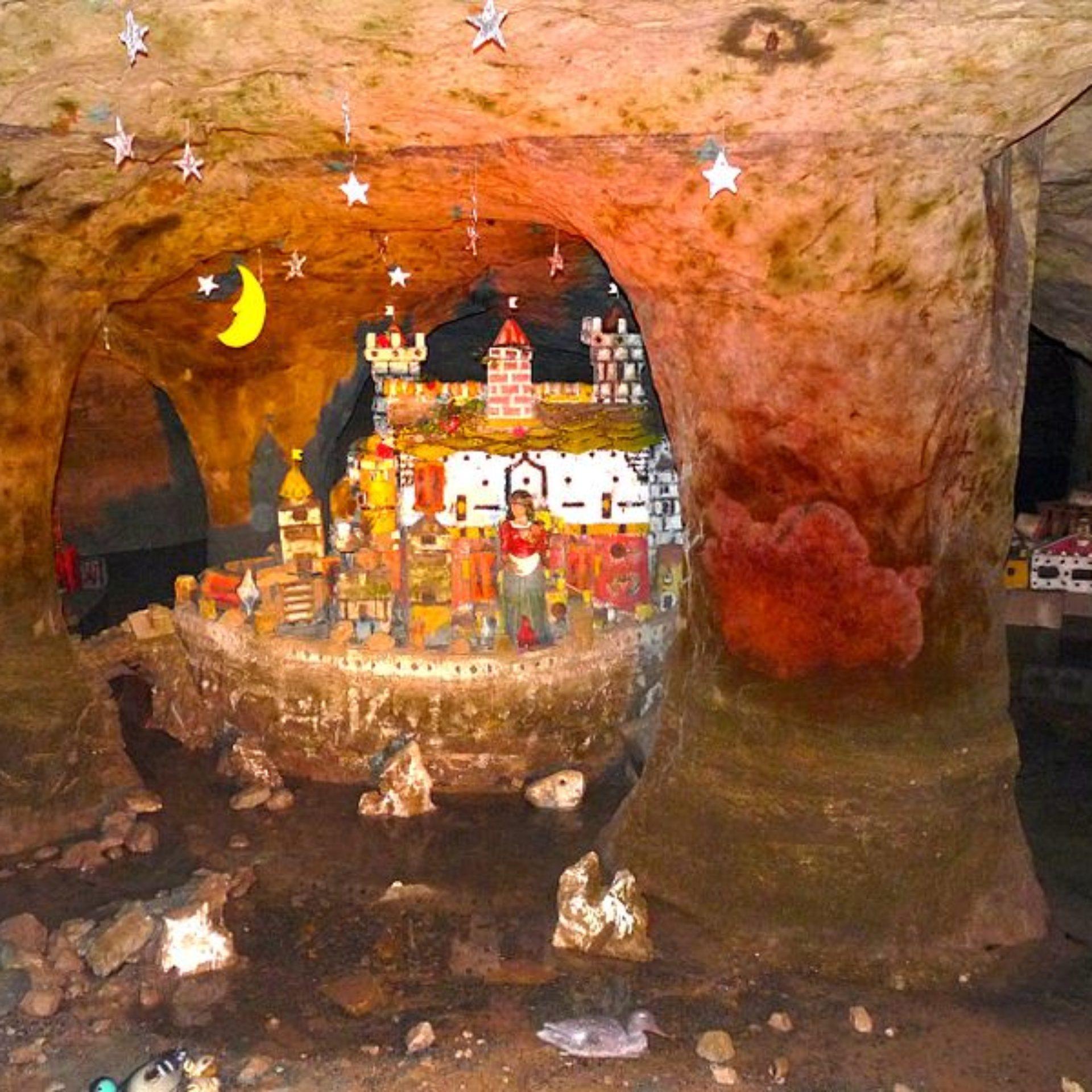 Im Inneren der Märchen- und Sandsteinhöhle